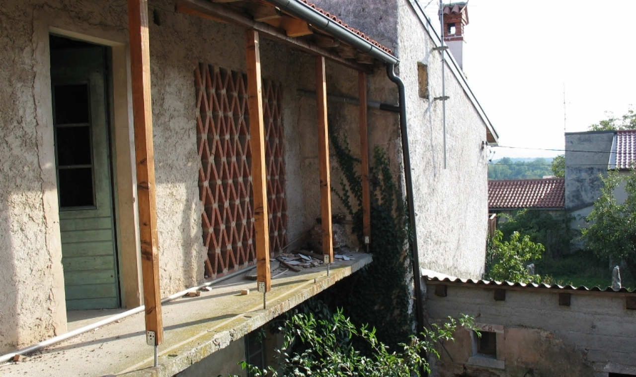 An old Karst(Kras) house with historical architectural style in Komen - sloveniarealestates.com